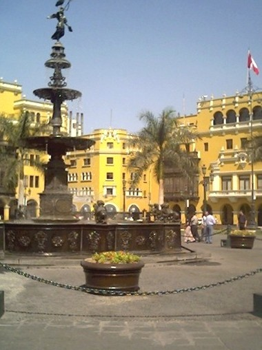 angeldelafama-lima-plazamayor.jpg