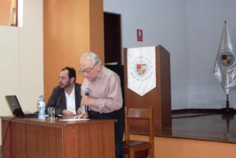 Padre Gustavo Gutiérrez  y Director de Humanidades  de la UARM, Profesor Ricardo Falla Carrillo