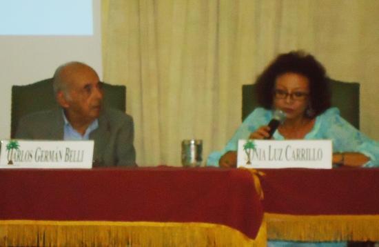 Carlos Germán Belli y Sonia Luz Carrillo en actividad de la Academia Peruana de la Lengua