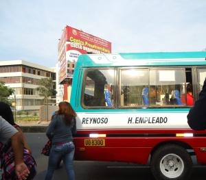 Cruzar entre los buses