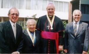 Padre Gustavo Gutiérrez y Arzobispo Müller acompañados de los doctorres Salomón Lerner y Marcial Rubio. Lima, Pontificia Universidad Católica, 2008