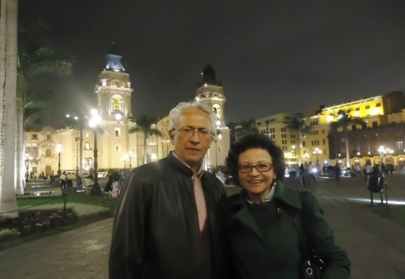 Jorge Nájar y Sonia Luz Carrillo. Plaza Mayor. Lima.