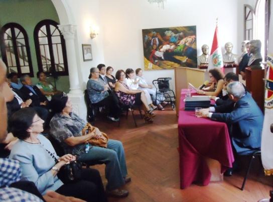 Exposición en el Colegio de Periodistas de Lima. 8 de marzo 2014. Sonia Luz Carrillo.