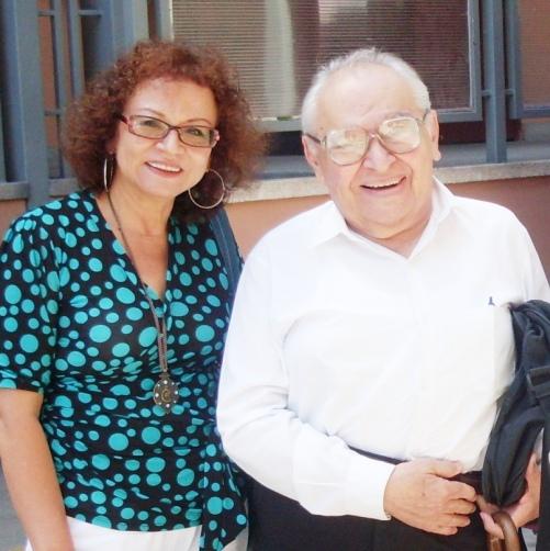 Con el Padre Gustavo Gutiérrez,  en la Universidad Antonio Ruiz de Montoya, en abril del 2012. Actividad organizada por  el Programa de Humanidades de esa casa de estudios