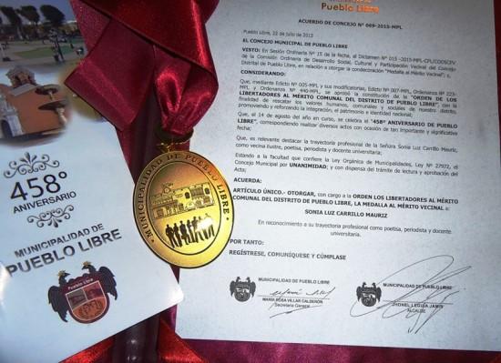 Medalla y Texto del Acuerdo del Concejo Municipal
