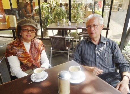 Sonia Luz Carrillo con el autor del texto, Jorge Nájar, en Lima.