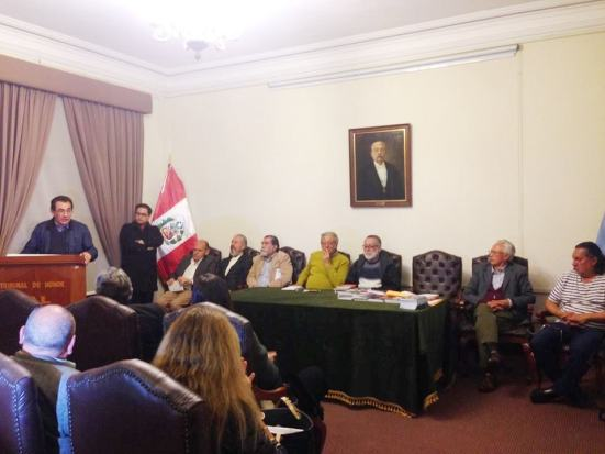 Lectura de poemas en el Colegio de Abogados de Lima, en la segunda parte del Festival. en Lima.